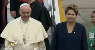 Paus Franciscus ontmoet president Rousseff direct na aankomst in Rio